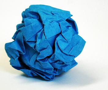 papel azul arrugado