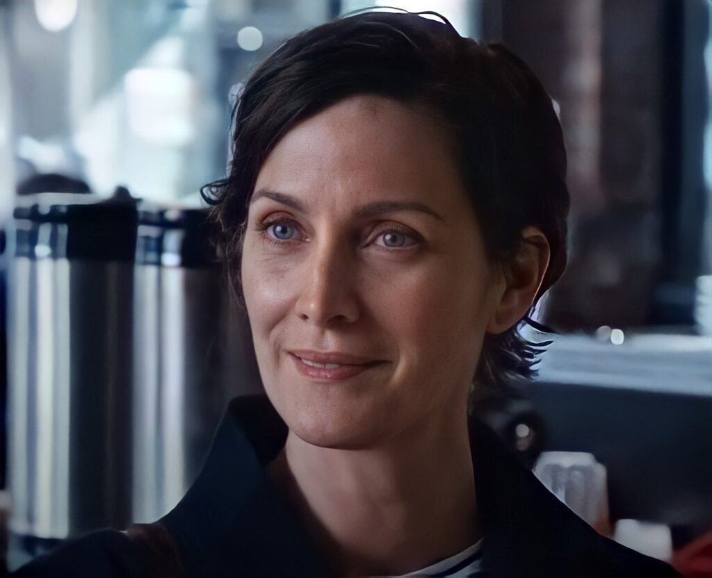The-Matrix-4-Ressurections-fotograma-Carrie-Anne-Moss-es-Trinity-ojos-azules